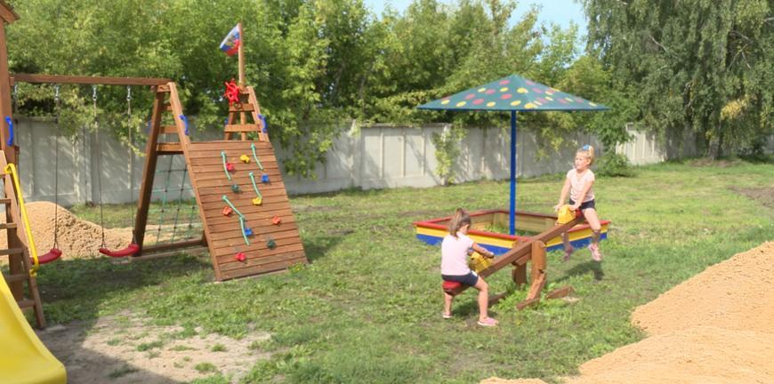 Жители Сапожковского района добились установки детской площадки